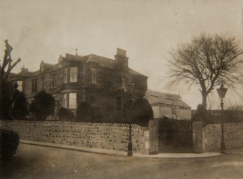 Provost J T Young's House in Linden Avenue with Lamps