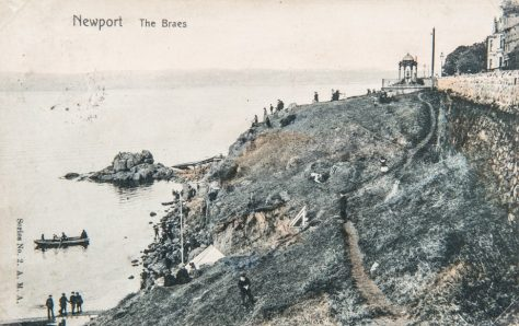 Postcard: the Braes, Blyth Fountain and the Big Rock