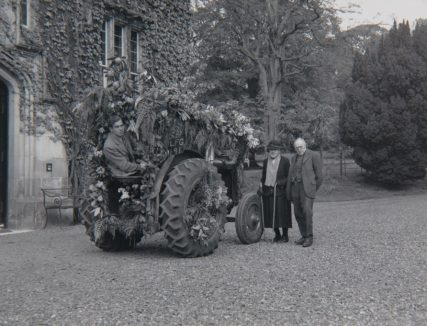 Tayfield Tractor ready for Coronation Procession