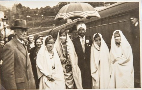 Maharajah of Kallimpoor (Call him poor) arrives at Wormit Station, 1933