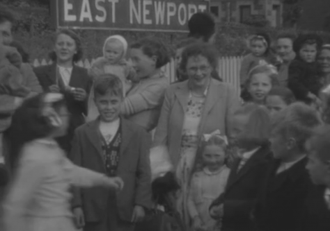 Crowds at East Newport Station