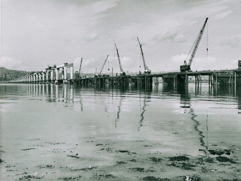 Tay Bridge Construction: Columns and Cranes